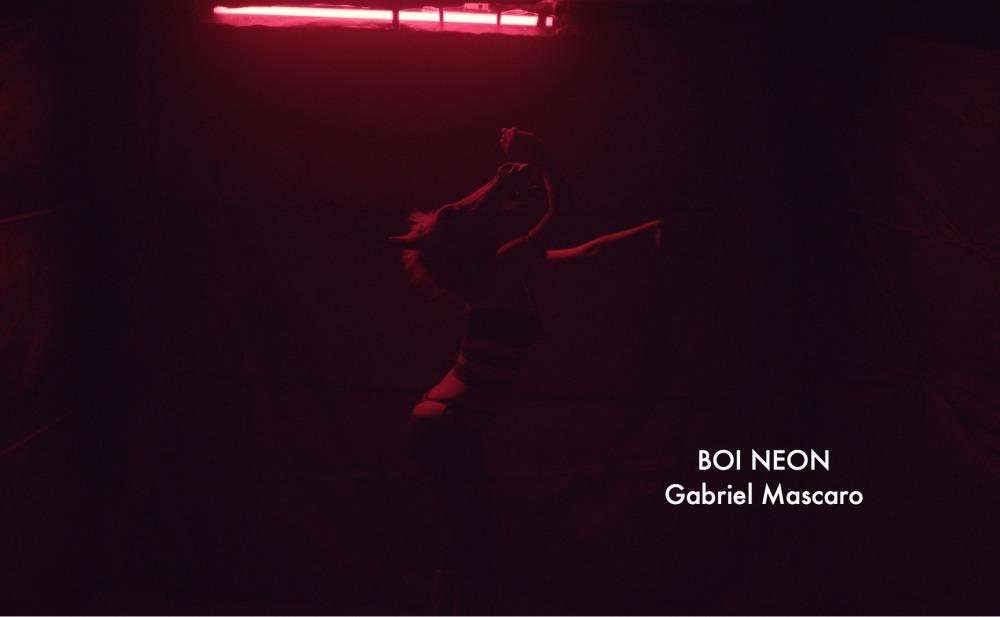 08-boi-neon